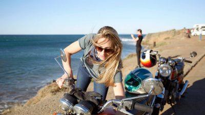 Pourquoi acheter un porte-assurance pour moto