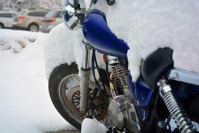Quelle assurance moto choisir pour hivernage